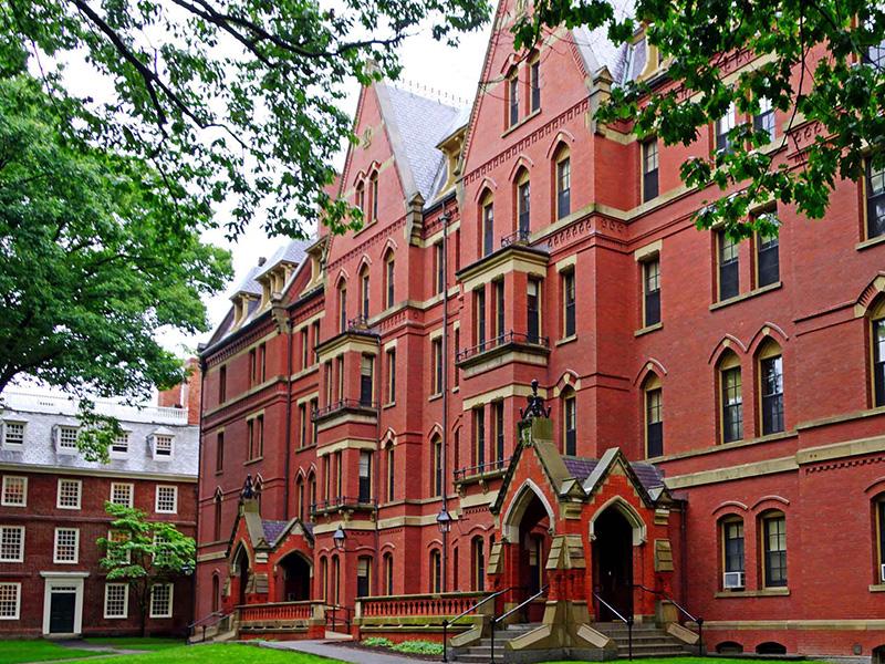 harvard university มาร์ค ซัคเคอร์เบิร์ก